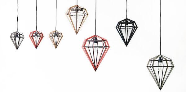 Valfritt hängande eller liggande lampa.